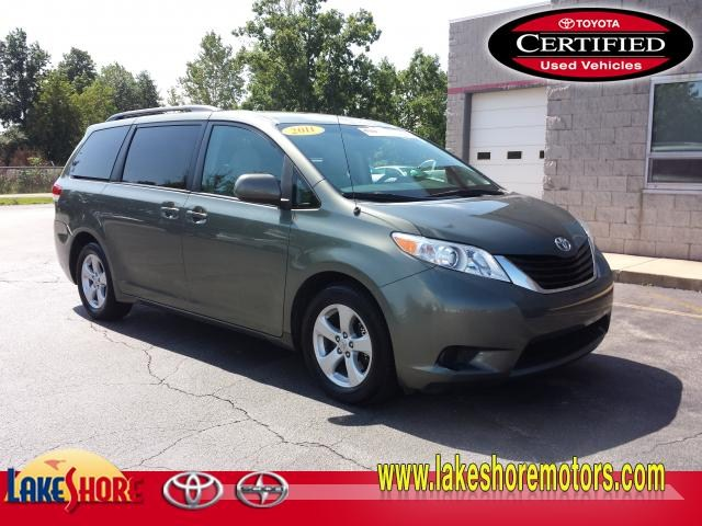 2011 Toyota Sienna LE:T5556A